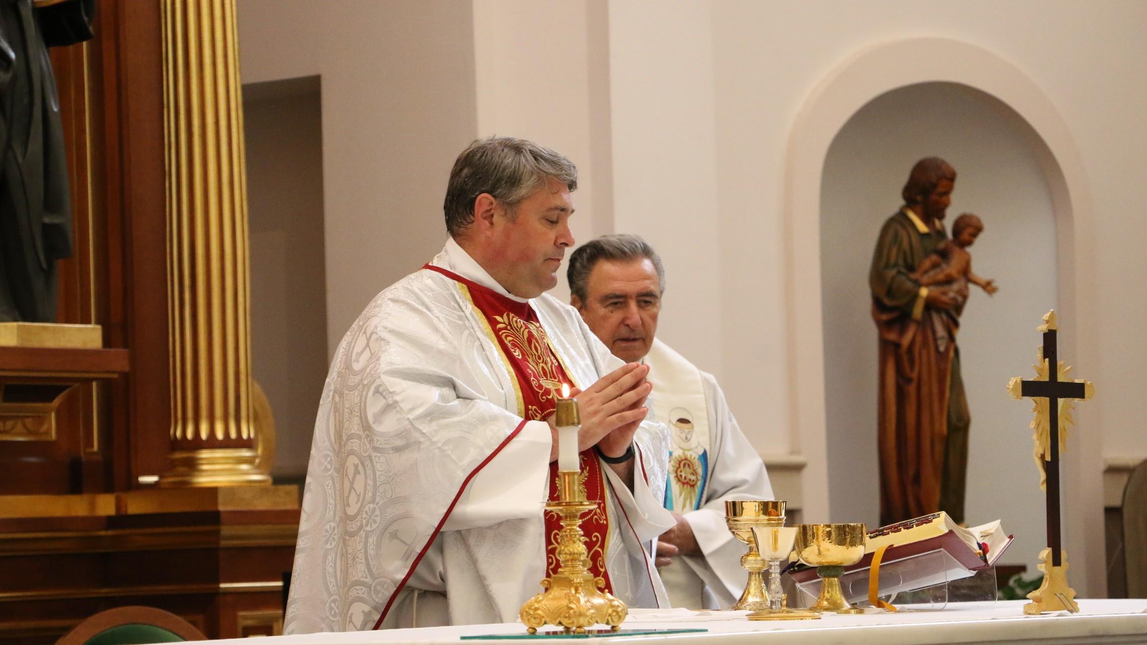 fr sam Mass
